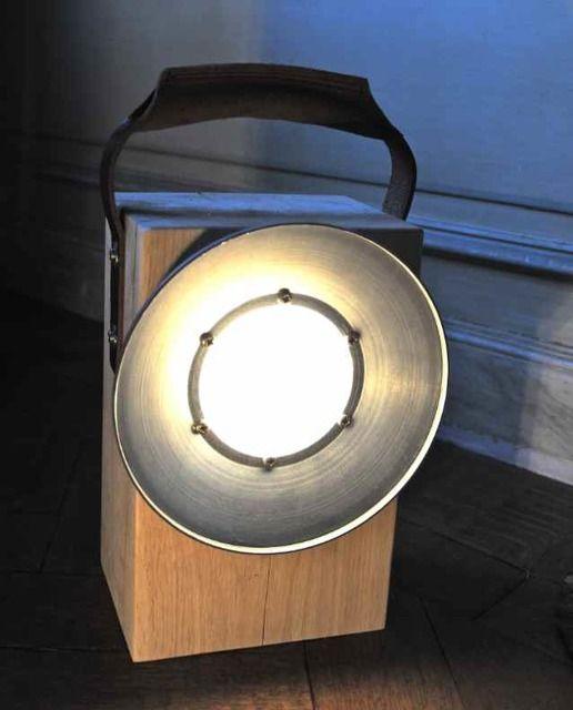 Pour rester raccord et au clair dans le jardin : la BLOOM block lamp en bois de chêne chez BLOOM. Par Dick Van Hoff.