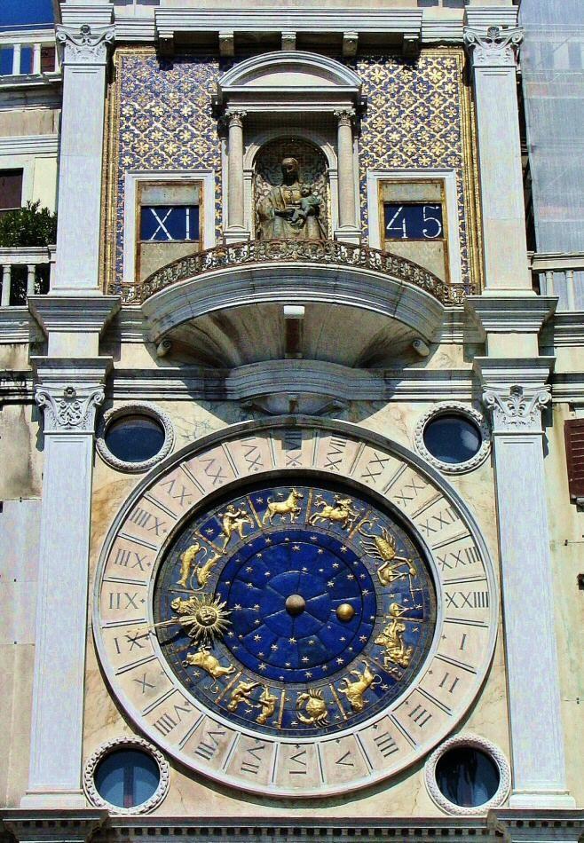 Torre del Reloj en la plaza de San Marcos en Venecia