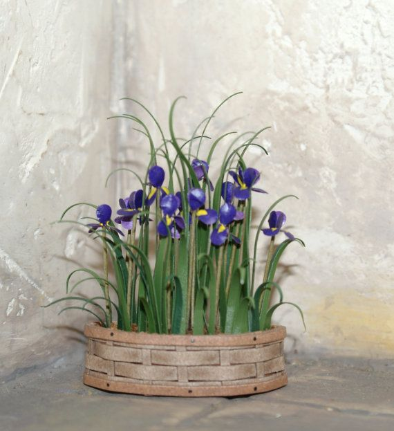 "Dollhouse miniatures "" Basket with iris flower"" - Artisan Handmade Miniature in 12th scale. From CosediunaltroMondo"