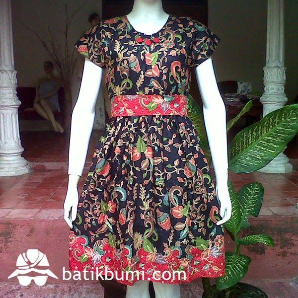 Dress Ainun Gentong DB 025 Harga Rp 100.000,-  Dress batik dengan model kerah bulat kancing 1 belakang, kerut di pinggang sehingga bisa melar mengkerut sesuai badan, lengan pendek, sabuk dari kain, bisa dilepas. Ukuran Wanita : Allsize (Panjang 92 cm dan Lebar 50 cm)  Bahan Batik : Katun prima   Berminat, silahkan sms di  085 72811 9423 batik solo PIN BB: 3324021E batik solo Whatsapp : 0857 2811 9423