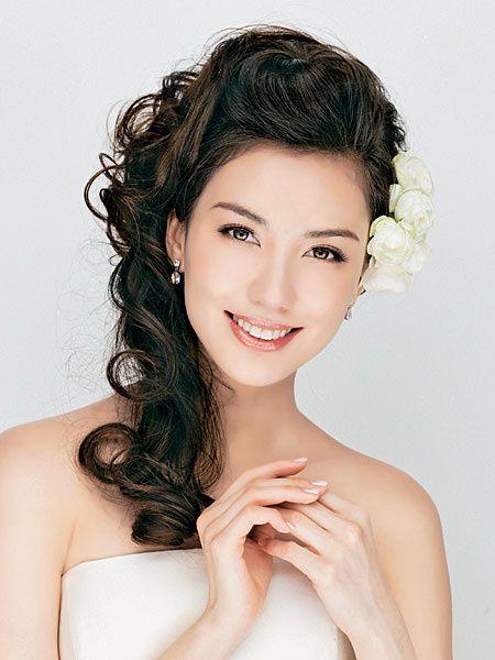 ダウンスタイル/サイドダウン×生花|ヘアメイクカタログ|ザ・ウエディング