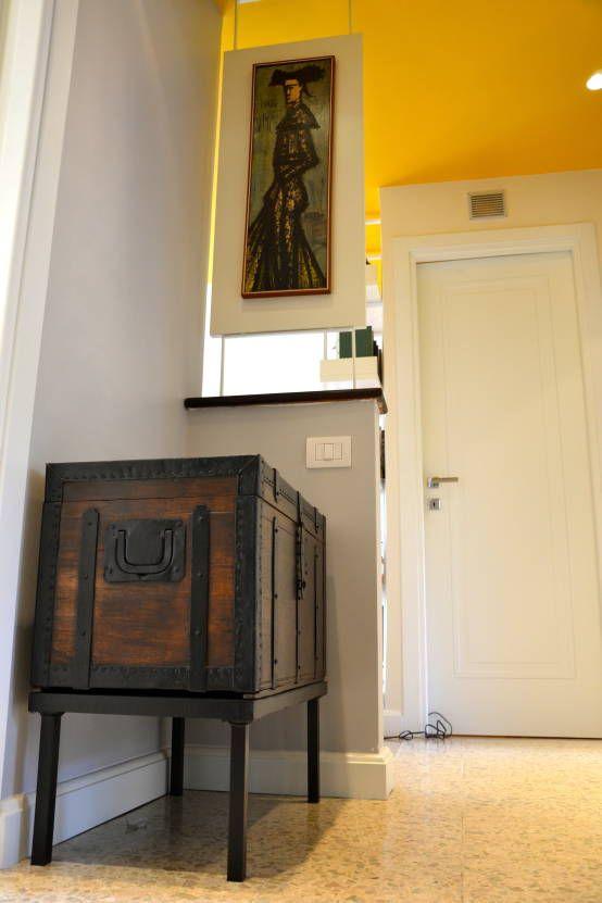 Restyling ingresso : Ingresso, Corridoio & Scale in stile moderno di Restyling Mobili di Raddi Federica