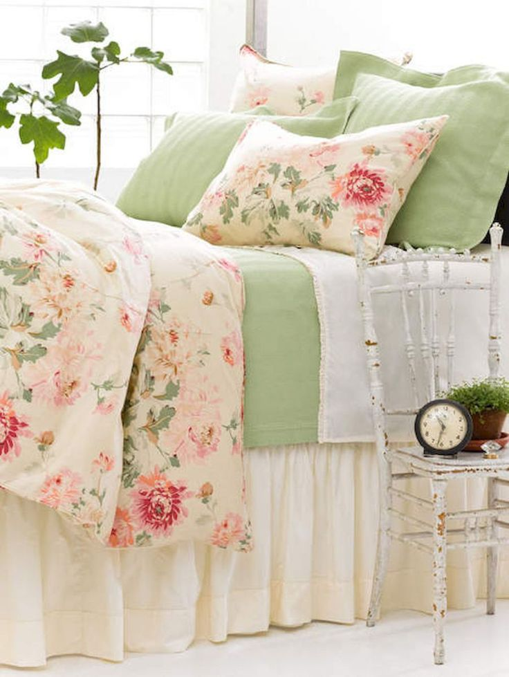 Romantic shabby chic bedroom decor and furniture inspirations (88)