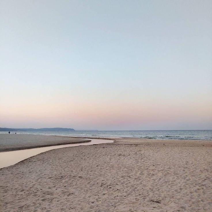Calm   Moje miejsce na ziemii. Mój spokój. Moja odskocznia  Czekam na ten dzień kiedy dziewczyny podrosną na tyle ze będziemy mogli wrócić do wieczornych spacerów po plaży przy zachodzie słońca ...   #marzycielka #dreamer #pinksky #balticsea #Bałtyk #jesień #jesienneniebo #jesiennadmorzem #autumnevening #autumnbythesea #autumnvi