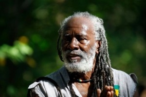 Seriously sunny song for this seriously sunny weather we're pigging out on by the legend that is Burning Spear. From the 1988 Album Mistress Music. Turn up the bass and soak up the positive vibes! http://www.burningspear.net/...