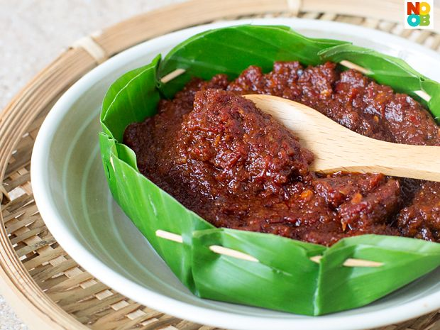 Recipe for making Malay-style sambal tumis (fried chilli paste), which can be used as a condiment or as a base sauce for stir-frying.