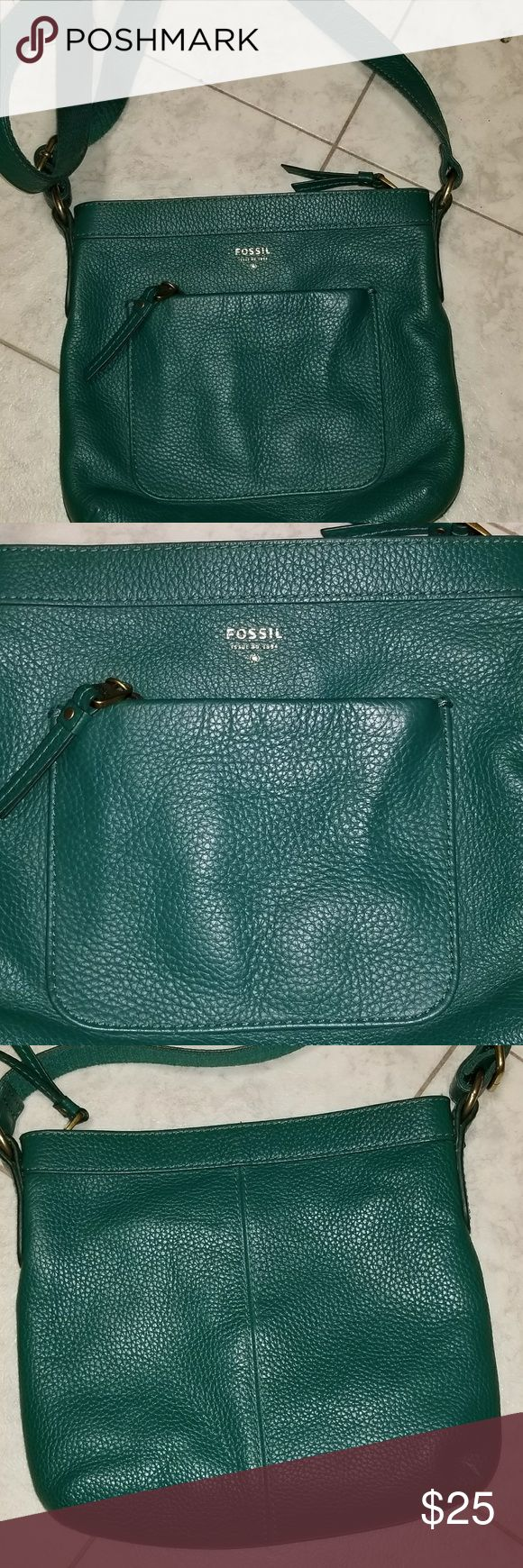 """Green Fossil Leather Crossbody purse Adjustable strap with maximum drop of 25"""".   Cow hide leather 9""""T. 10""""W 1 zippered outside pocket 2 open inside pockets 1 zippered inside pocket Zipper closure on top EUC! Fossil Bags Crossbody Bags"""