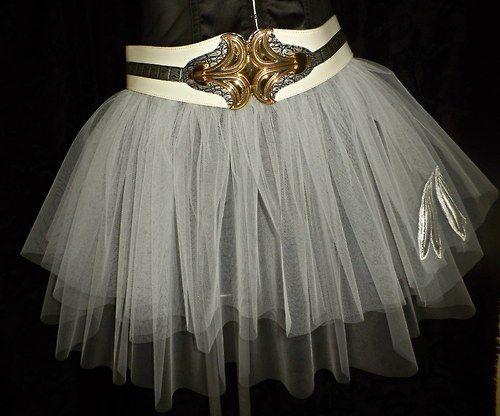 BRIGITTE - Bílá tylová sukně s našitou aplikací.
