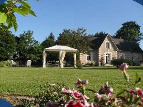 """This """"city break"""" for 4 people is located in the heart of Amboise, a step away from the famous castle and the charming city. You will love the green suroundings where you'll rest and enjoy the Loire Valley.    http://www.valdeloire-tourisme.fr/gite-G19341.html"""