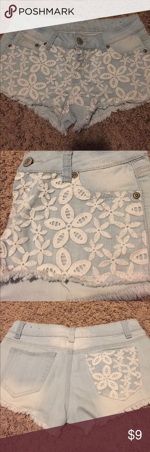 Lace pocket jean shorts Light wash denim short shorts with lace embroidered flower overlay across front and one back pocket. Fraying along bottom. Slight distressing along waist. See last pic. Size 3/4 Rue 21 Shorts Jean Shorts