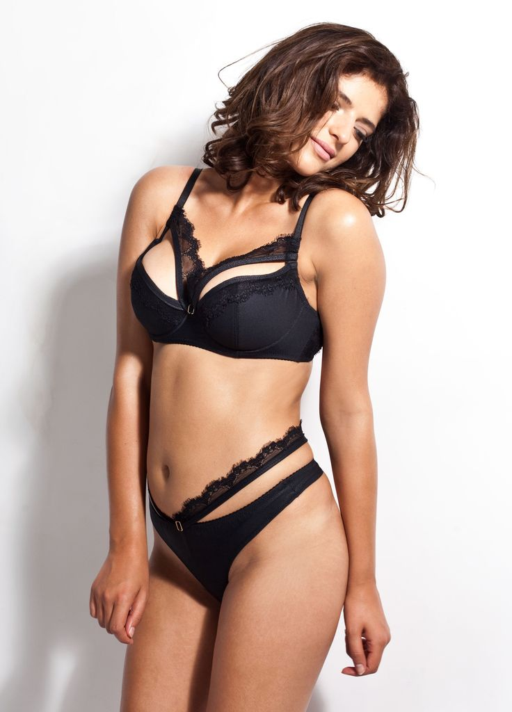 Michelle - is a stylish set in black, made of wonderful Italian materials: matte, embossed imitation leather and a slightly flexible lace which wraps perfectly around the body.
