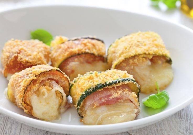 Una ricetta gustosa, facile, sfiziosa e veloce. Gli involtini di zucchine con pancetta e fontina, un antipasto a cui non rinuncerete più!