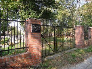 patrząc w jedną stronę: Cmentarz Karaimski