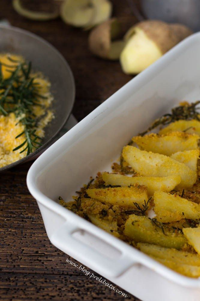 patate croccanti al forno con farina di mais.