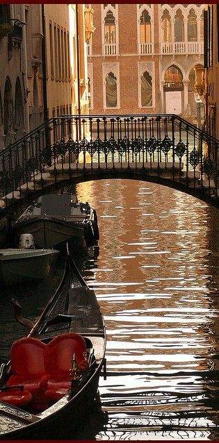 Rio dell Albero looking toward the Grand Canal in Venice, Italy • photo: Frizztext on Flickr