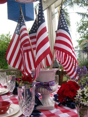 Centerpiece with 5 Flags for the five family members who ...