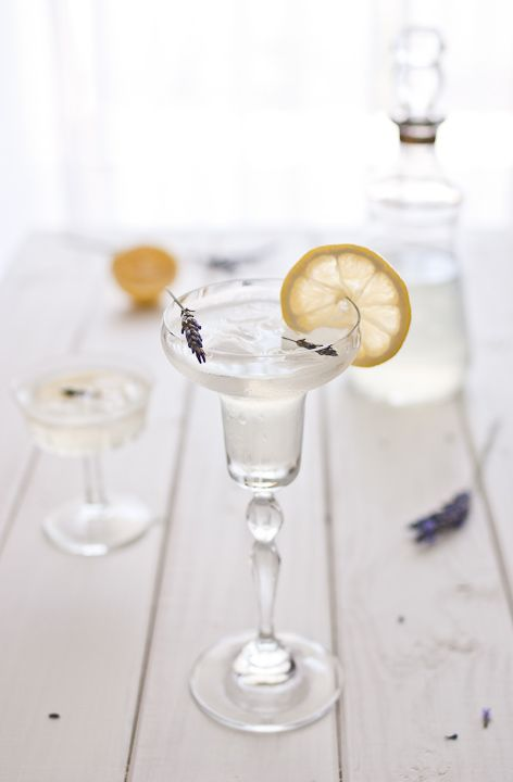 Lemon Lavender Cocktail//