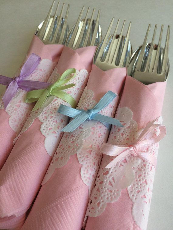 Silver colored disposable knife, fork and spoon decorated with a pretty doilly wrapped around a delicate color napkin and hand tied with ribbon. Available with mixed colors napkins or any combination of the colors. These disposable flatware sets are perfect for your Vintage tea