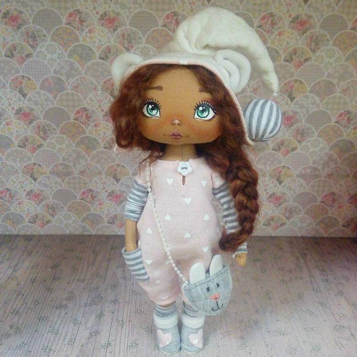 Доброго дня!!! Еле разбудила эту соню. В такое пасмурное осеннее утро совсем не хочется рано вставать))). Эта милая крошка свободна и готова переехать в новый дом  #авторскаякукла  #пижамнаясерия  #куклыручнойработы #интерьернаякукла #интерьернаяигрушка #текстильнаякукла #врн #воронеж #спб #dolls #doll #handmadedoll #handmade #vrn36 #toy #сделанослюбовью