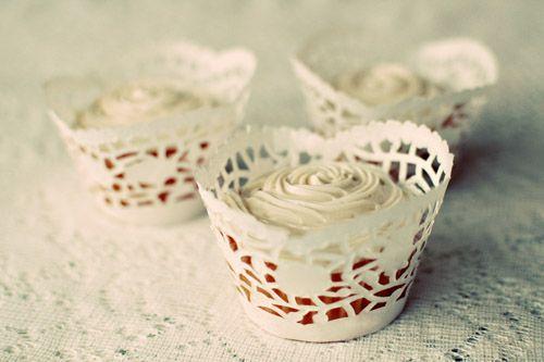 Idea per eventi Shabby tutorial per creare delle coppette per Cupcake…. Simpatica idea per creare delle coppette per tortine dolci o salate in occasione di un evento Shabby dentro o fuori le mura di casa….. Sono attraenti e invitanti, non mancheranno di sprizzare curiosità tra gli invitati! Per realizzarli basta seguire le immagini dimostrative del ... Leggi ancora