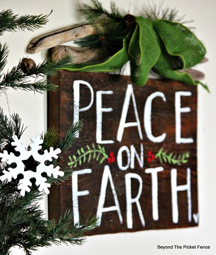 Hand Lettered Peace on Earth sign http://bec4-beyondthepicketfence.blogspot.com/2014/11/12-days-of-christmas-kick-off-with.html: