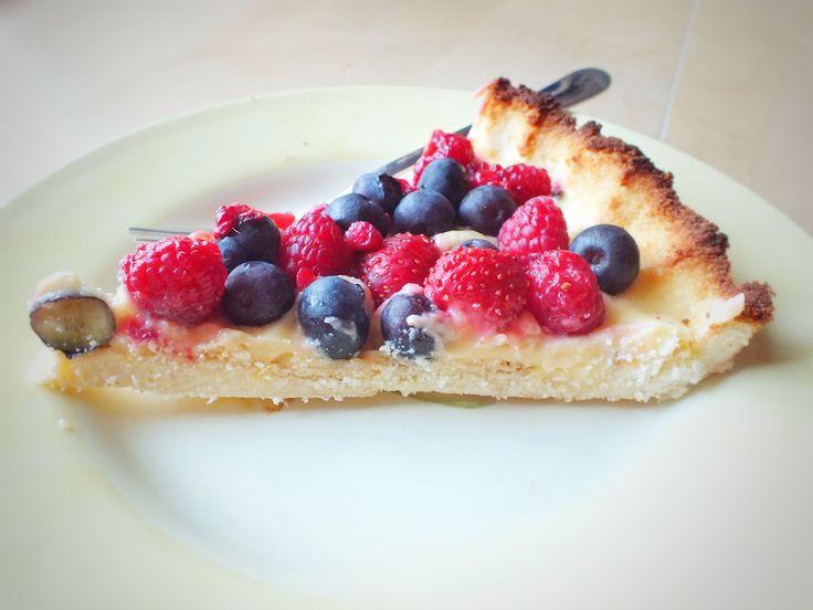 Citrónový bezlepkový koláč s lesným ovocím