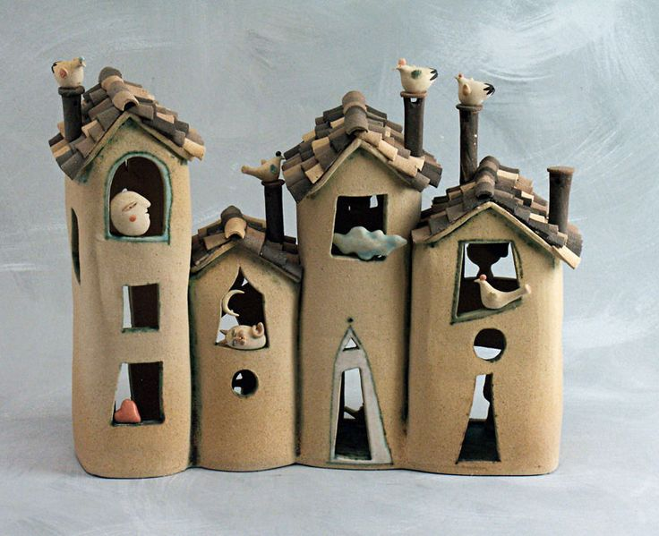 Bottega delle stelle  I could do it with my students using toilet paper rolls and cardboard.