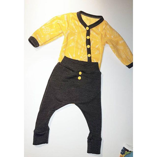 Mer ull 😍   #gulterkult #grå   #haremsbukse #jukseomslagsbody #body #sysysy #sytilgutt #barneklær #sy #sew #visygale #visytokiga #hjemmelaget #homemade #synorge #nyfødt #heiltspesiell #merinoull #ull #myllymuksut