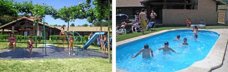 Parque infantil y piscina en la Casa Rural