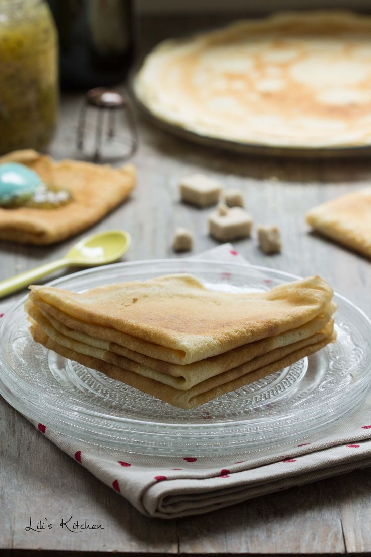 Crêpes sans oeuf ni lait + version sans gluten. These are the best crêpes I've ever had!