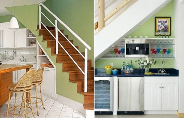 Кухня под лестницей.
