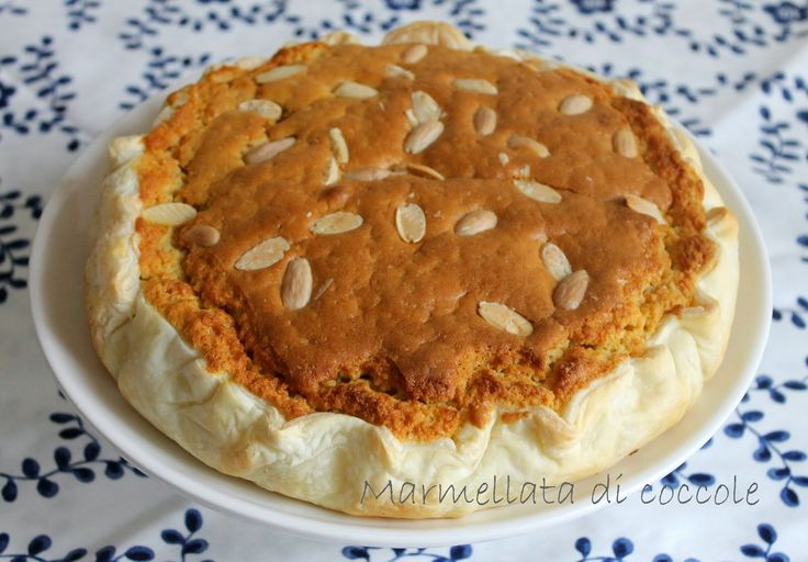 torta sfogliata mandorle e albicocche