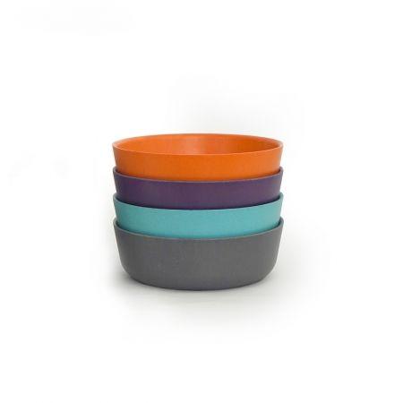 Cet ensemble Bambino BIOBU [by EKOBO] inclut (4) bols dans un choix de coloris si joyeux qu'ils sont sûrs de ravir enfants autant qu'adultes! Judicieusement conçus pour les petites mains et habitudes alimentaires des enfants, ces bols sont écologiques, empilables et lavables au lave-vaisselle. Idéaux pour un usage à l'intérieux ou à l'extérieur, ils se combinent parfaitement avec les verres, assiettes, et couverts de la Collection Bambino!  € 32