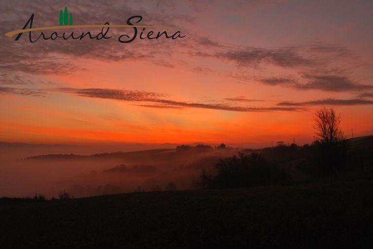 Sunrise in the Crete. Alba nelle Crete. www.aroundsiena.it Around Siena is a different way to visit Siena; experiences and much more! Around Siena è un modo diverso per visitare Siena; esperienze e molto altro!