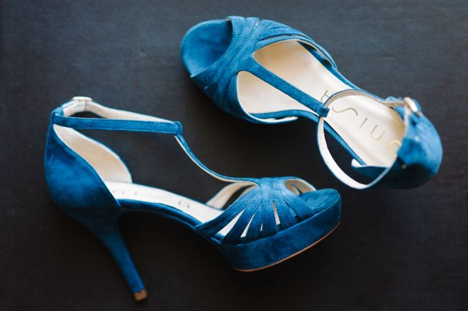 Joana´s lovely blue shoes. More here: http://www.fotografamos.com/2013/05/15/joana-jorge-wedding-casamento/