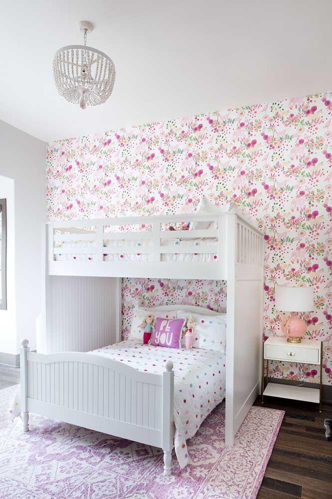 o quarto infanto juvenil apostou em uma decor de estilo provençalo quarto infanto juvenil apostou em uma decor de estilo provençal com móveis brancos e estampa floral delicada