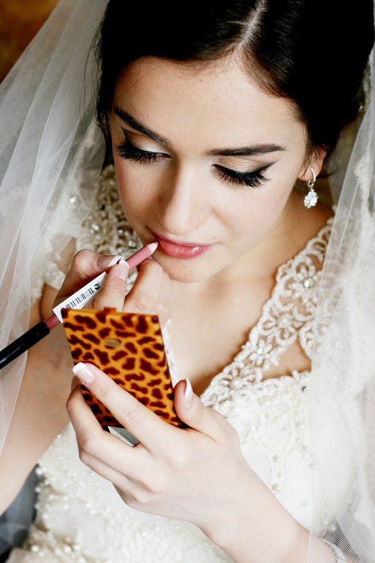 bride putting on makeup: Bride Ideas, Bride Secret, Bridal Makeup, Makeup Ideas, Makeup Beautiful, Bridal Hair, Bride Putting On Makeup, Beautiful Bride, Bridal Beautiful