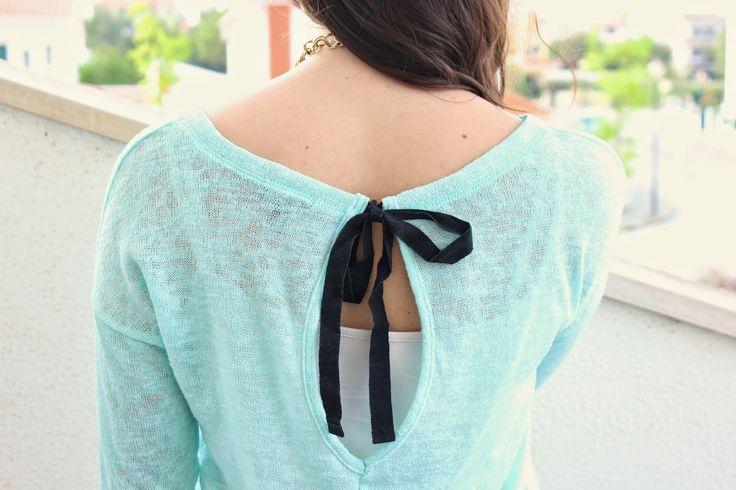 mint bow swaeter