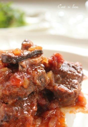 味付けは塩麹のみ!塩麹パワーで、お肉はホロホロ♡野菜のうまみがギュッと詰まった美味しいビーフシチューになりますよ。