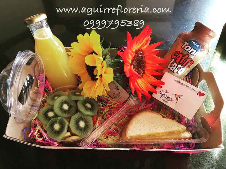 #desayuno #saludable 💪😋 👉jugo de naranja 🍊  👉caffe lato ☕️ 👉 sándwich jamón y 🧀  👉bowl de fruta picada 🍎🥝🍓 👉girasoles 🌻o 🌹 rosas 👉bandeja .