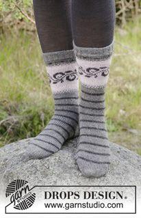 Gebreide trui met ronde pas en veelkleurig Noors patroon, van boven naar beneden gebreid. Maten S - XXXL. Het werk wordt gebreid in DROPS Merino Extra Fine.