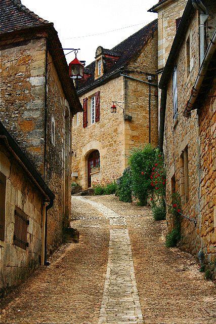 Domme France by codyfoss, via Flickr ~ Aquitaine Je connais, ce village est magnifique !