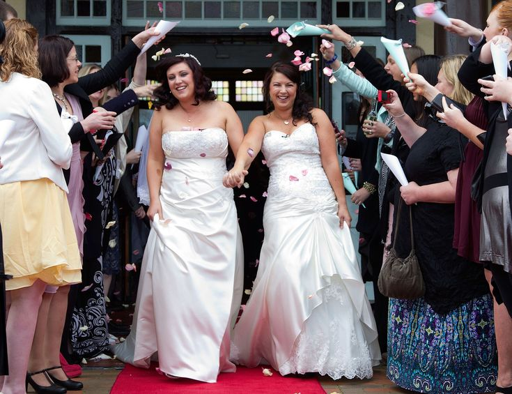 Same-Sex Couples From Australia And China Are Getting Married In New Zealand #SSM #SameSexMarriage https://www.buzzfeed.com/lanesainty/half-of-all-same-sex-weddings-in-new-zealand-were-couples?utm_term=.hsaXWJWZgQ&utm_content=buffer86b5d&utm_medium=social&utm_source=pinterest.com&utm_campaign=buffer#.toJjZQZVpY