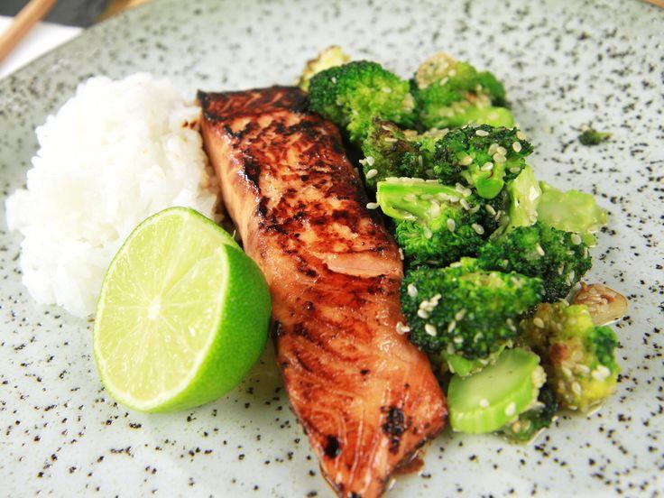 Sojamarinerad lax med sesambroccoli | Recept från Köket.se