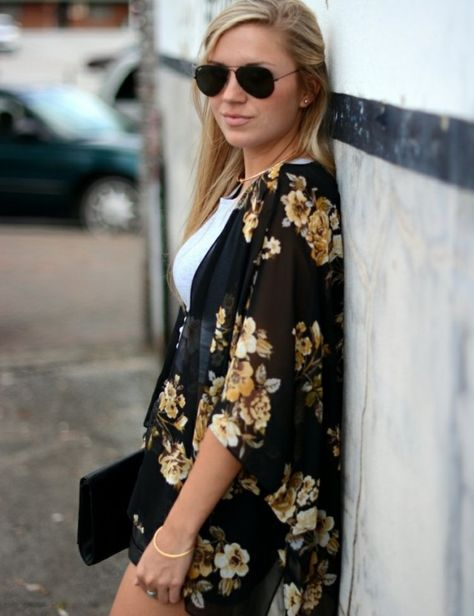 veste-kimono-soie-noire-fleurs-or-shorts-sac-enveloppe veste kimono