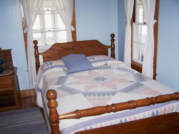 Amish bed and quilt, Amish Farm House, Berlin OH. (c) Richard Bauman