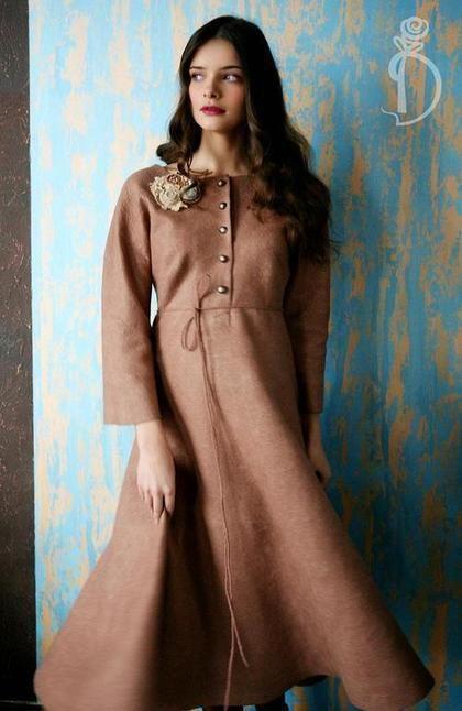 Купить или заказать Валяное платье «Vintage» в интернет-магазине на Ярмарке Мастеров. История этого платья цвета какао началась с такого вот ретро- саквояжа в стиле Анны Карениной. Я всегда за женственность и нежность. Кто как,не женщины могут позволить себе носить такие нежные и милые вещицы. Застегивается на пуговки. Рост модели 174 см. размер платья 46-48 см. В комплект к платью поясок-шнурок. Аксессуары- творения Софии Волковой.