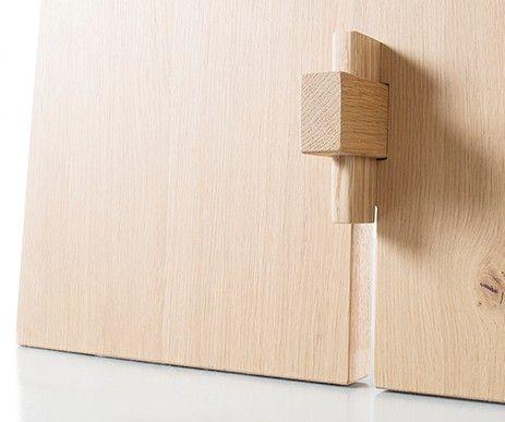 Designerski stół z kolekcji Tension wykonany z dbałością o każdy element.
