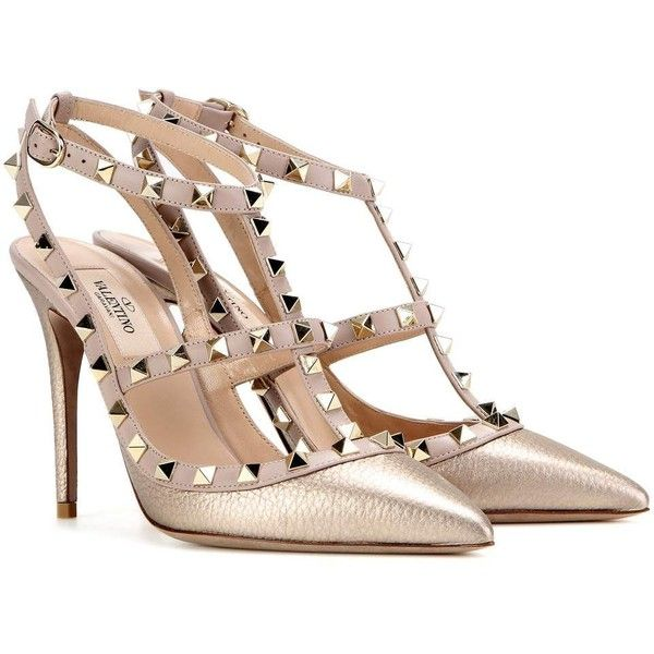 Valentino Valentino Garavani Rockstud Metallic Leather Pumps ($965) ❤ liked on Polyvore featuring shoes, pumps, gold, leather footwear, metallic gold shoes, metallic gold pumps, leather pumps and genuine leather shoes