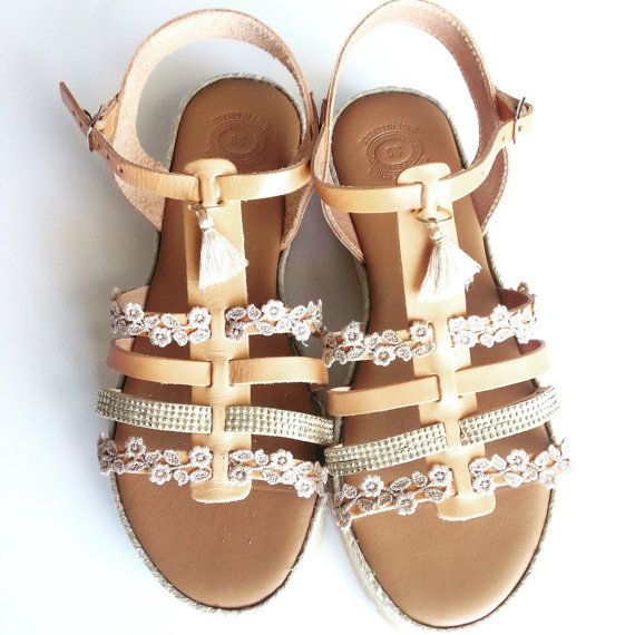 Bohochic creme leather sandals by Ilgattohandmade on Etsy